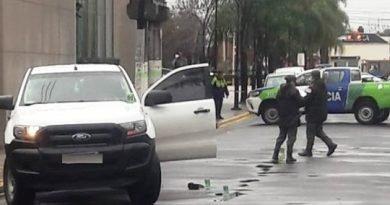 POLICÍA REPELIÓ INTENTO DE ROBO EN LA PUERTA DEL TRAUMA: UN HOMBRE HERIDO